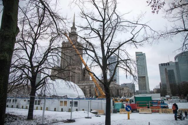 WOŚP 2019 Warszawa. Przed Pałacem Kultury i Nauki powstaje gigantyczne miasteczko [ZDJĘCIA]