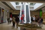 Leszno. Otwarte galerie handlowe podczas weekendu są przepełnione? Trudno o wolne miejsce parkingowe! Życie wróciło do galerii [ZDJĘCIA]