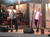 Pleszew. Cały Pleszew krzyczał Neo-Nówka! 20-lecie kabaretu Neo-Nówka w Pleszewie. Cały amfiteatr śmiał się do łez [ZDJĘCIA]