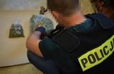 Bytowscy policjanci zabezpieczyli prawie kilogram narkotyków. 29-latkowi grozi do 10 lat