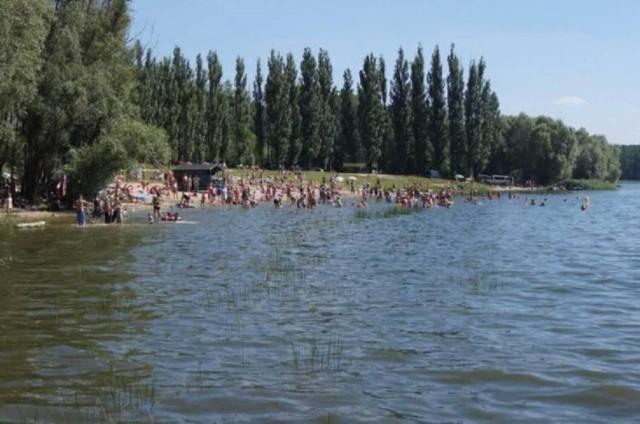 Nad jeziorem Pakoskim w Janikowie wypoczywają nie tylko mieszkańcy gminy, ale również powiatu inowrocławskiego. Zobaczcie zdjęcia >>>>>