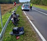 BMW wjechało w motorowerzystę na drodze krajowej nr 21. Auto miało oszronioną szybę