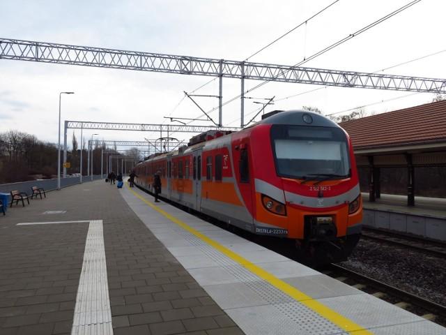 Miasto otrzymało od kolei informację o nowym rozkładzie jazdy pociągów na trasie Ustka - Słupsk, który ma obowiązywać od września. Pociągów będzie nieco mniej, ale będą kursowały przez cały dzień, średnio co godzinę.