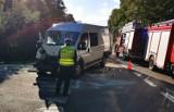 Pijany kierowca peugeota uderzył w autobus nieopodal Rokit. Droga 211 jest zablokowana