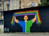 Kalisz: Wojna ideologiczna przeniosła się na mury. ZDJĘCIA