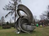 Zakopane. Orbity nazywane Uchem Naczelnika sypią się. Czy rzeźba doczeka się renowacji?