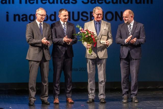 Nagrody i wyróżnienia dla Pałacu Lubostroń oraz Muzeum Archeologicznego w Biskupinie.