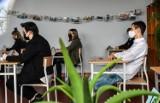 Matura 2021. Egzamin maturalny z języka polskiego w IV LO w Bydgoszczy. Zobacz zdjęcia