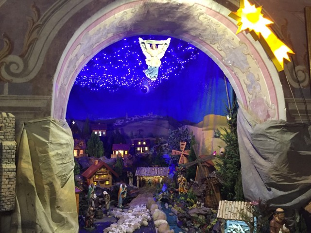 U Bernardynów w Warcie powstaje gigantyczna szkopka bożonarodzeniowa
