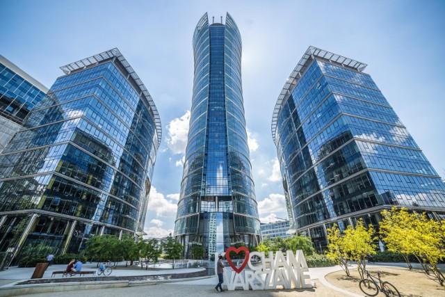W maju 2018 istniały tu 22 budynki biurowe. Za wynajem metra kwadratowego firmy płaciły około 21 euro.  Rondo Daszyńskiego stanowi 15% całkowitych zasobów biurowych Warszawy.