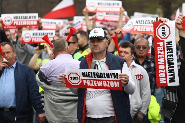 Strajk, Warszawa 2019, 8.04. Protest taksówkarzy. Jest wstępne porozumienie z rządem [ZDJĘCIA, WIDEO]
