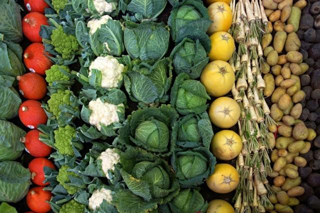 Pomimo suszy natura o nas nie zapomina. W sierpniu możemy zbierać przeróżne plony warzyw i owoców. Zobacz, co można z nimi zrobić. Pomysłów jest wiele.