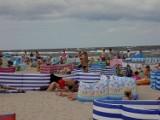 Weekend w Dziwnowie. Tłoczno! Na plaży od parawanów, w mieście od urlopowiczów [ZDJĘCIA]