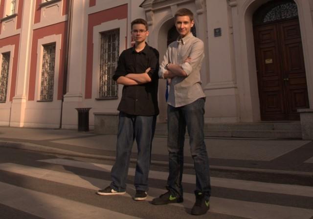 Adam Janczewski i Andrzej Urbanowicz - pomysłodawcy projektu, to uczniowie szkół ponadgimnazjalnych  (IV LO i Technikum Komunikacji)