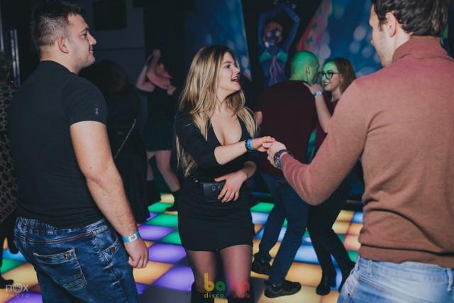 Prezentujemy Wam dziś galerię z ostatniej piątkowej imprezy w klubie Bajka Disco Club. Zobaczcie, co działo się na parkiecie!  Polecamy: Arsenal Prestige Club w Toruniu już otwarty! Świąteczna atmosfera w Bajce