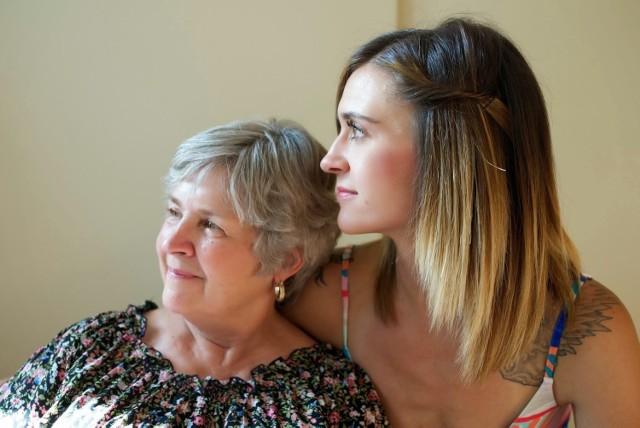 Za decyzją o pozostaniu w domu rodzinnym stoi zazwyczaj wiele powodów, głównie finansowych.