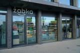 W Poznaniu otwarto najmniejszy w Polsce sklep sieci Żabka. Mieści się w biurowcu Bałtyk [ZDJĘCIA]