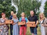 Łąka kwietna i budki lęgowe dla jerzyków na osiedlu Pułanki w Ostrowcu (ZDJĘCIA)