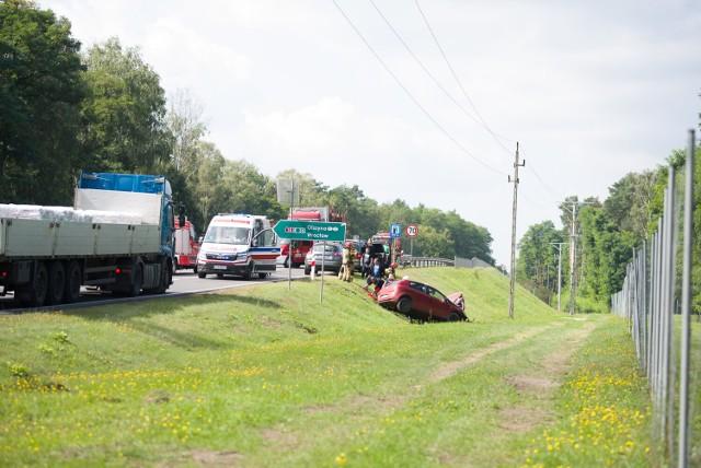 Wypadek przy zjeździe na DK 18 przed Królowem na trasie Żary - Łęknica.