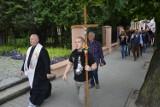 Męski Różaniec przeszedł ulicami Bełchatowa, 03.07.2021. Organizują go Wojownicy Maryi