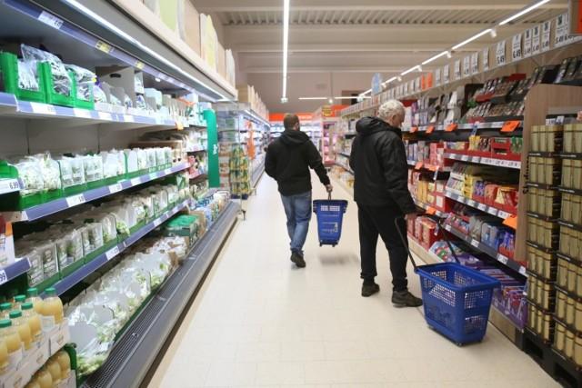 Przed Wielkanocą wiele sklepów wydłuży godziny pracy. Wszystko w trosce o bezpieczeństwo kupujących.