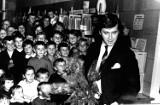 Janusz Gajos w bibliotece w Żarach. Słynny Janek Kos zrobił ogromne wrażenie na swoich fanach, tak było ponad 50 lat temu