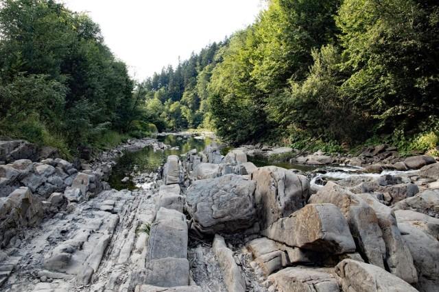 Rezerwat Sine Wiry z przełomem rzeki Wetliny to jedno z najbardziej malowniczych miejsc w Bieszczadach.  Czytaj także: Dwie trasy do rezerwatu Sine Wiry