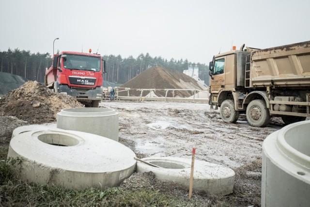 Budowa drogi S5 to największa inwestycja drogowa w naszym regionie. Na jakim etapie budowlanym są obecnie poszczególne odcinki? Zobaczcie raport z robót.   Najnowsze informacje z placu budowy S5 na kolejnych stronach --->