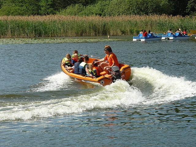 Wypoczynek nad jeziorem w Rudniku to z pewnością dobry pomysł na spędzenie gorącego dnia