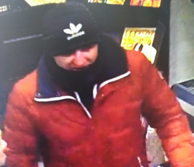 Kryminalni z bydgoskich Wyżyn prowadzą postępowanie w sprawie kradzieży czterech wiertarek o łącznej wartości blisko 1200 zł i poszukują tego mężczyzny.