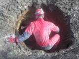 Sensacyjne odkrycie w okolicach Kraśnika. Rolnik znalazł na swoim polu jaskinię z czasów epoki lodowcowej. Zobacz zdjęcia