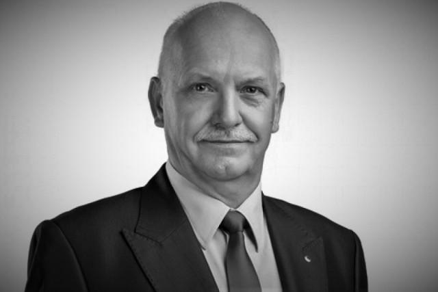 Zygfryd Steuer pracował w straży od 1977.  W latach 1994-2015 był zastępcą Komendanta Powiatowego Państwowej Straży Pożarnej w Kędzierzynie-Koźlu. Na emeryturę odszedł w 2015 roku.
