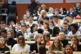 Inauguracja roku akademickiego 2019/2020 w Uniwersytecie Łódzkim. Rektor: nie ma miejsca na dyskryminację. Zbigniew Rau nie przyszedł