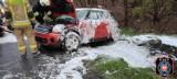 Wypadek na wyjeździe z Brzozy pod Bydgoszczą. Mini Cooper dachował [zdjęcia]