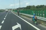 Dwaj nastolatkowie z gminy Koluszki zderzyli się, jadąc na rowerach po ścieżce rowerowej. Obaj trafili do szpitala