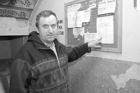 Bronisław Drąg nie ma nic przeciwko, żeby w jego klatce schodowej wisiała informacja o zadłużeniach czynszowych.