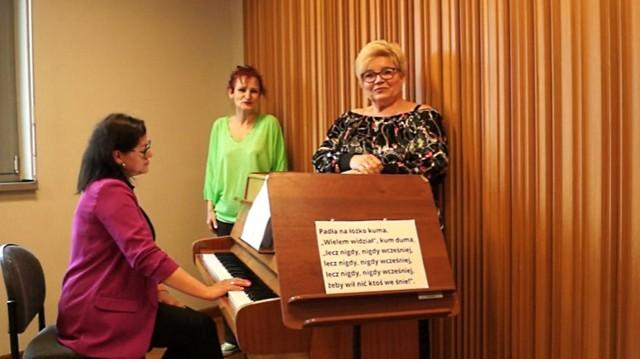 Pracownice administracji Filharmonii świecą przykładem - nagrały nowe zwrotki pieśni Moniuszki