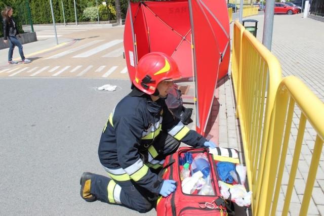 Inowrocławska policja, straż pożarna i starostwo zorganizowały akcję i zarazem ćwiczenia symulującą wypadek drogowy