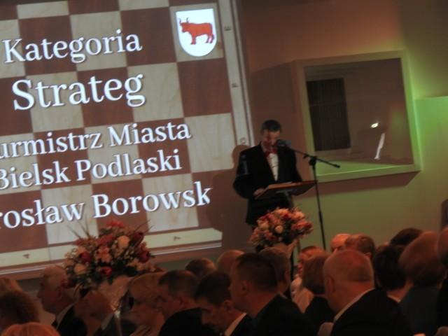 """W czasie galei zorganizowanej przez burmistrza, na bielskiej muszli odbyła się plenerowa projekcja filmu """"Wnyki"""""""