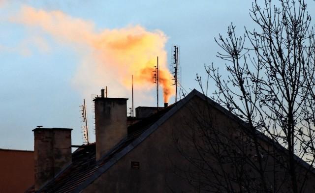 Walka ze smogiem idzie powoli m.in. z uwagi na powolną wymianę nieekologicznych kotłów na paliwo stałe.