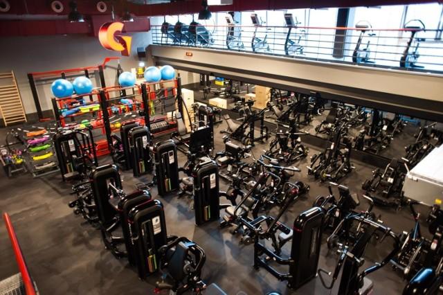 Pomimo obowiązujących restrykcji, w poniedziałek rano swoją działalność ma wznowić około 1,7 tys siłowni i klubów fitness.