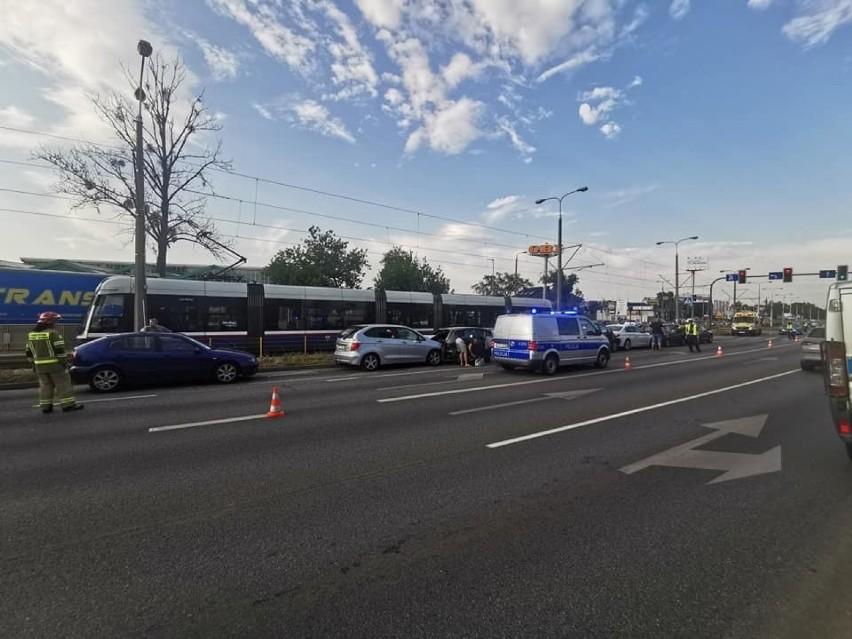 Karambol siedmiu aut na ulicy Fordońskiej w Bydgoszczy [zdjęcia]