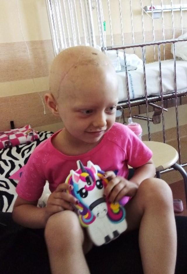 Pięcioletnia Emilka liczy na nasza pomoc w walce z guzem mózgu