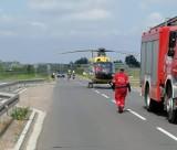 Wypadek w Cedrach Małych. Potrąconą przez samochód rowerzystkę śmigłowiec LPR zabrał do szpitala |ZDJĘCIA