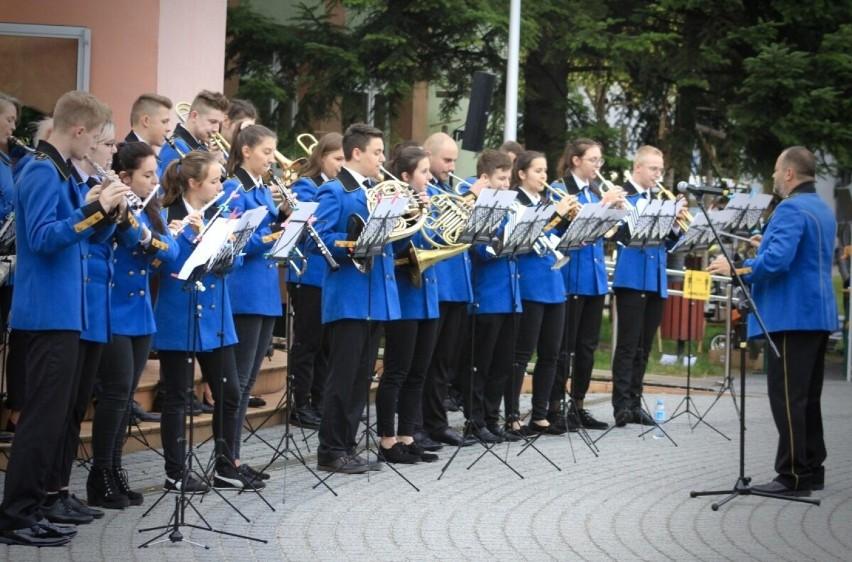 Koncert Walentynkowy MDK Lubliniec. Wystąpi Miejska...