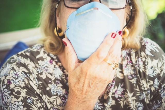 Ścinawa chroni seniorów. Do potrzebujących trafią maseczki ochronne