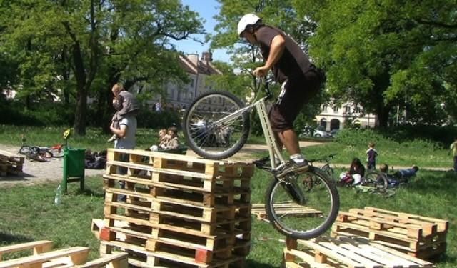 Trial rowerowy tym razem będzie można oglądąc na dachu Galerii Łódzkiej