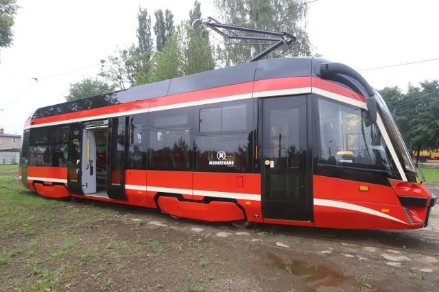 Nowe wozy Tramwajów Śląskich Moderusy MF 10 AC gotowe do wyruszenia na trasy