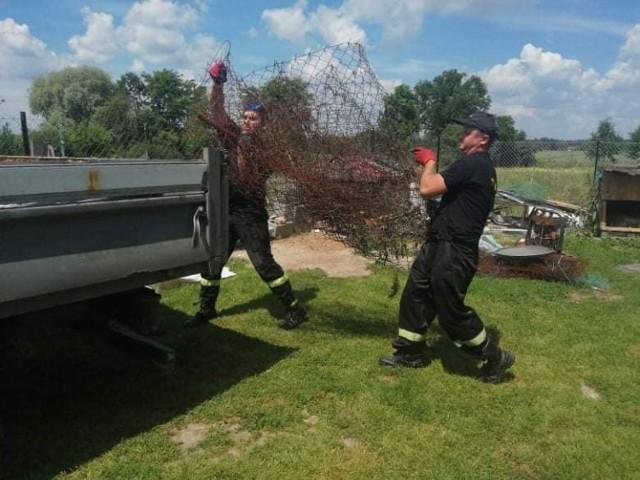 Strażacy z OSP Ludwin zbierają złom dla chorego Tymka