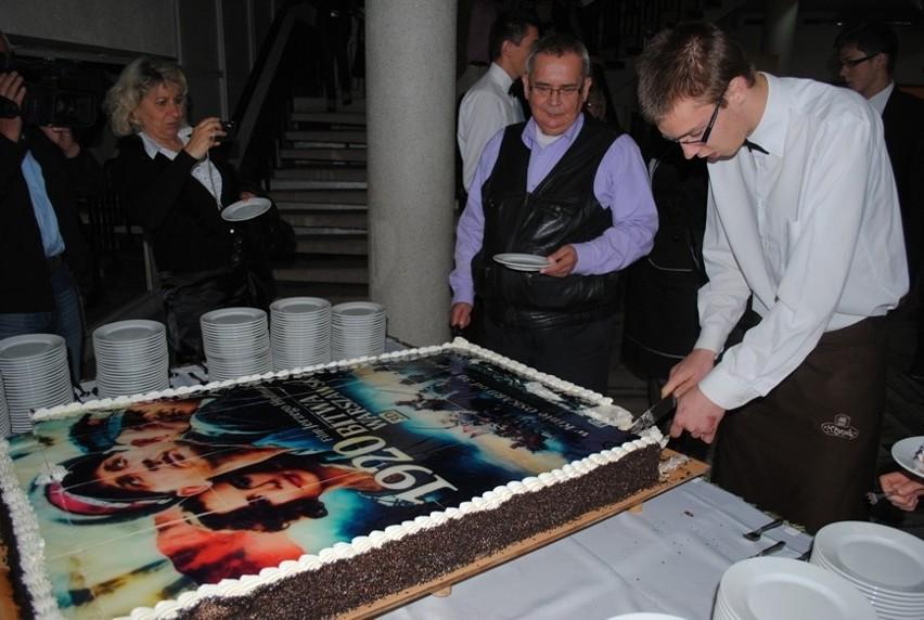Na widzów czekał ogromny tort